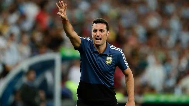 Mesmo após eliminação, Messi defende permanência de Scaloni na Argentina