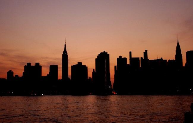 Incêndio em transformador causa apagão em Nova York