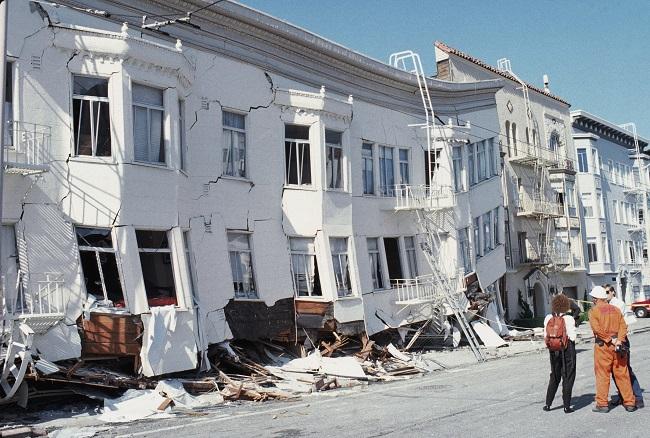Califórnia é atingida por terremoto mais forte dos últimos 20 anos