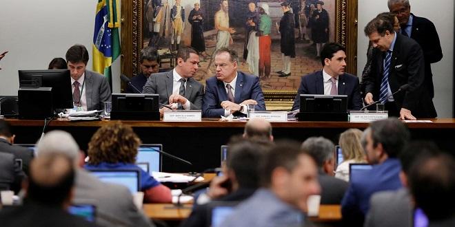 Comissão especial aprova texto da Previdência para votação em 2º turno
