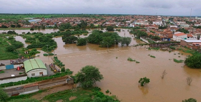 Rachadura em barragem pode causar novo alagamento em Coronel João Sá