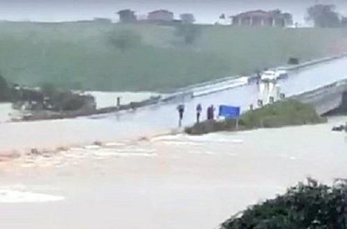 Barragem se rompe na divisa entre a Bahia e Sergipe; assista