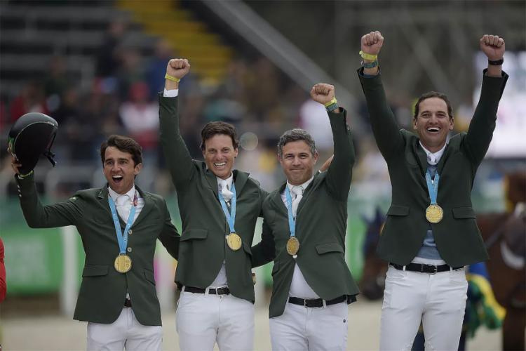 Brasil conquista ouro com equipe de salto do hipismo no Pan
