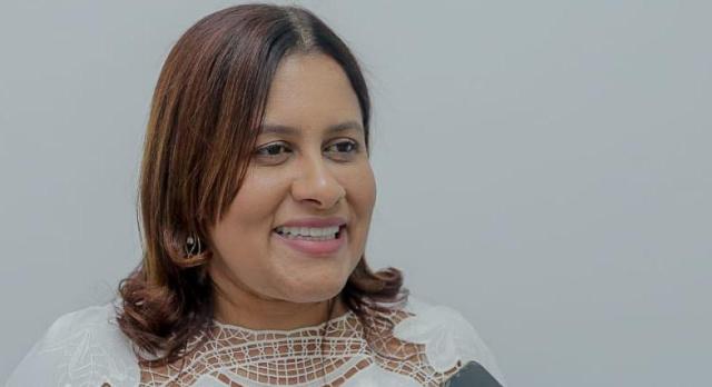 """""""Escolas estaduais de Simões Filho estão em situação deplorável"""", denuncia Kátia Oliveira"""