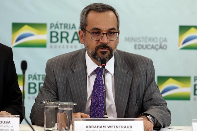 MEC anuncia liberação de R$ 2 bi para universidades e instituições federais