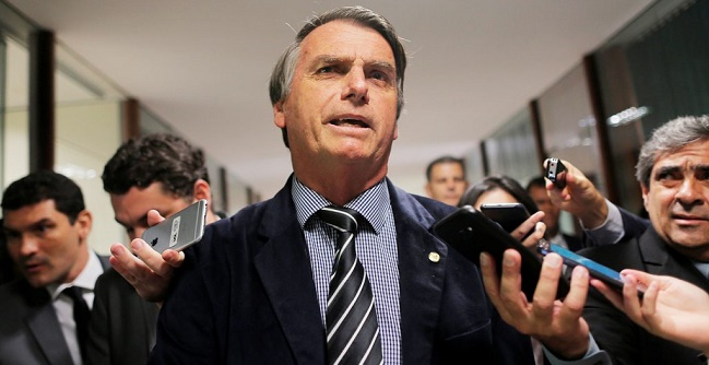 """""""Brasil vai manter relação pragmática com a Argentina"""", diz Bolsonaro"""
