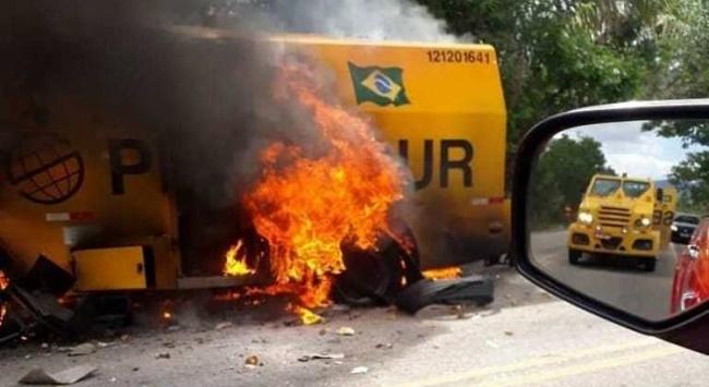 Jacobina: Bandidos explodem carro-forte na BR-324