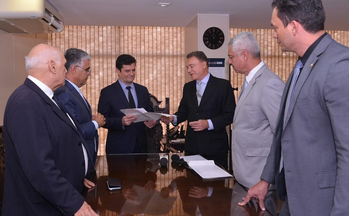 Senadores pedem veto integral de Bolsonaro a projeto sobre abuso de autoridade