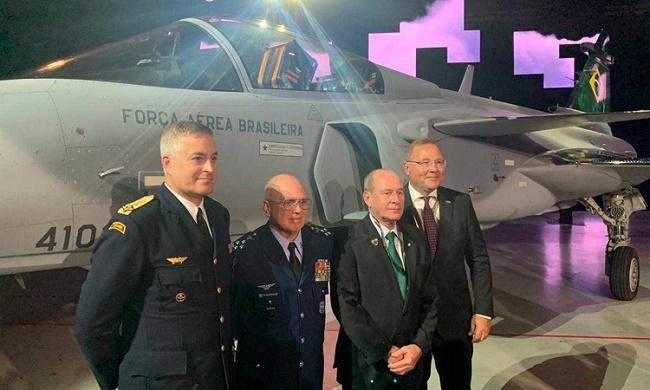 FAB recebe o primeiro de 36 caças suecos Gripen