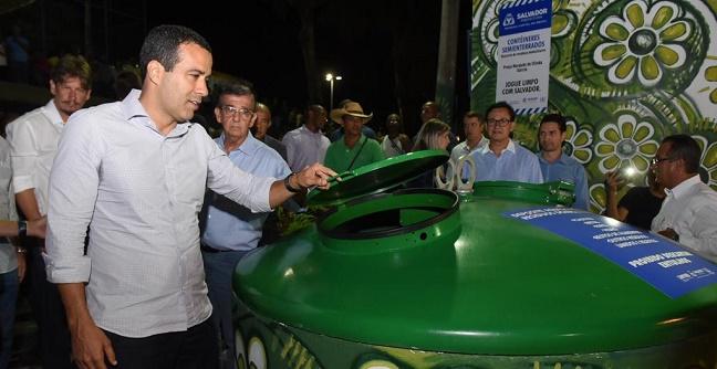 Bruno Reis entrega contêineres semienterrados e autoriza melhorias no Garcia