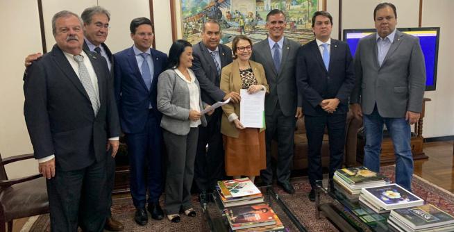 Deputados baianos afinam com ministra solução para dívidas dos cacauicultores