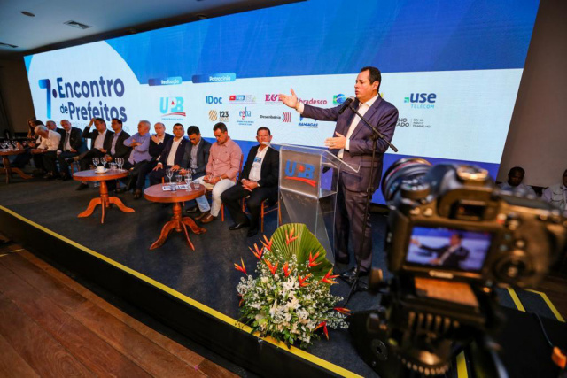Nelson Leal participa de encontro de prefeitos da UPB