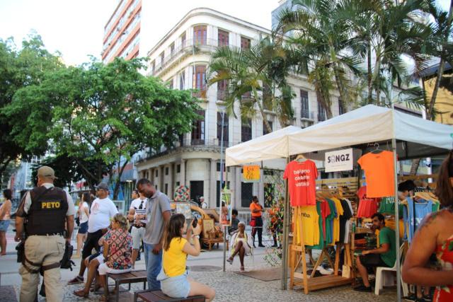 Feira Criativa atrai centenas de pessoas ao Comércio em Salvador