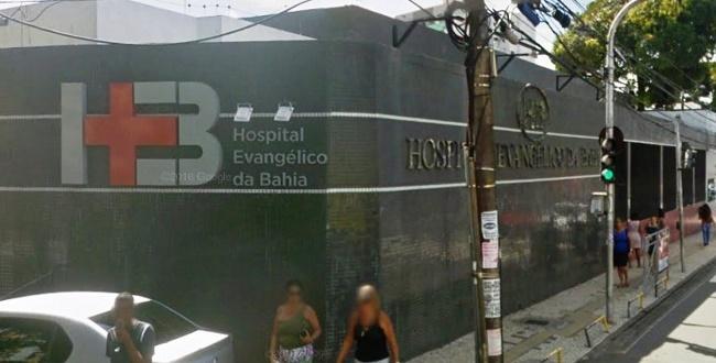 Funcionários do Hospital Evangélico da Bahia protestam por salários atrasados
