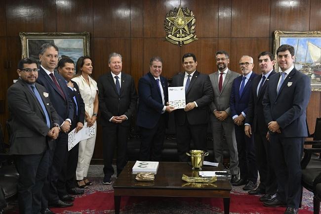 No Senado, prefeitos declaram apoio à PEC paralela da Previdência