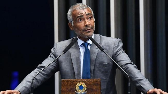 """""""Antes de Bolsonaro, nosso País estava uma merda"""", declara Romário"""