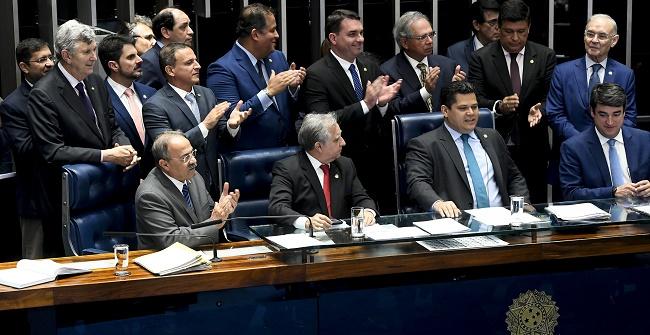Senadores aprovam PEC Paralela da Previdência em 1º turno