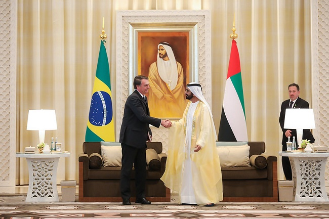Bolsonaro assina acordo de isenção de visto com o Catar