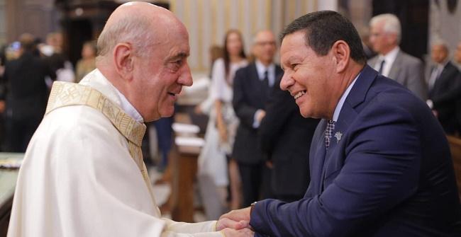 Mourão e vice-primeira-dama assistem à 1ª Missa para Santa Dulce dos Pobres em Roma