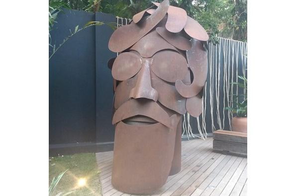 Bel Borba faz homenagem a Raul Seixas com escultura na CASACOR Bahia