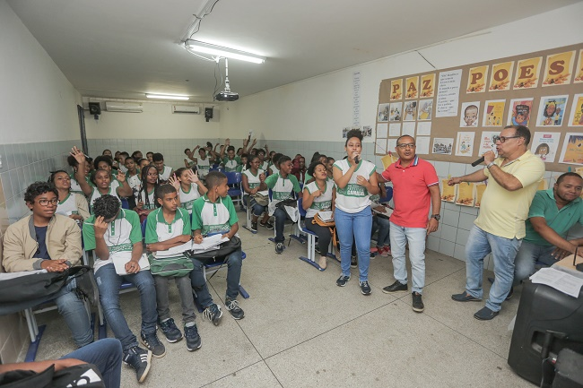 Professores realizam aulões preparatórios do Enem para alunos em Arembepe