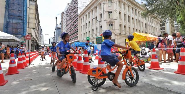 Feira Criativa transforma o Comércio em parque no Dia das Crianças