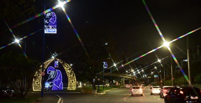 Iluminação especial homenageia Irmã Dulce em pontos turísticos de Salvador