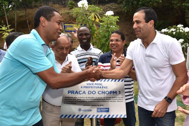 Bruno Reis entrega praça e campo de futebol no Cabula