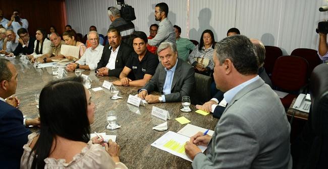 Estado e prefeituras debatem estratégias para combater manchas de óleo na Bahia