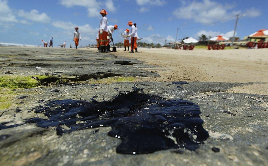 Maia cria CPI para investigar manchas de óleo no litoral do Nordeste