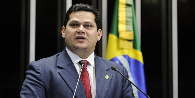 """Alcolumbre adia votação do PL das """"fake news"""" no Senado"""