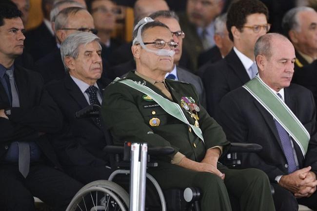 """General Villas Bôas tem """"melhora considerável"""" no quadro respiratório"""