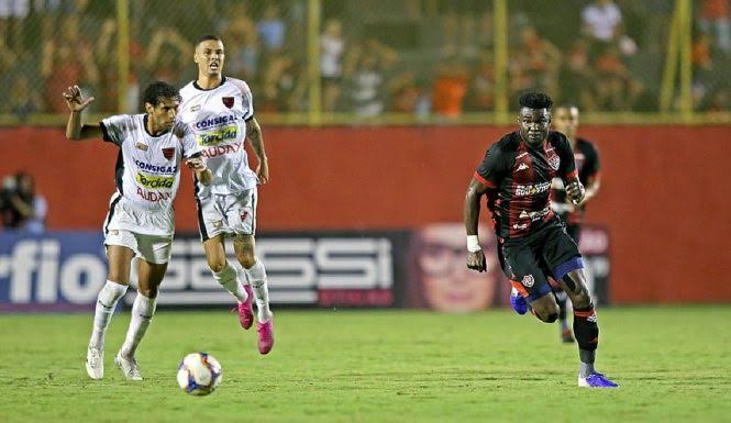 De volta ao Barradão, Vitória aplica 3 a 1 no Oeste; veja os gols