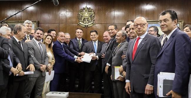 Novo pacto federativo pode transferir até R$ 500 bilhões a estados e municípios