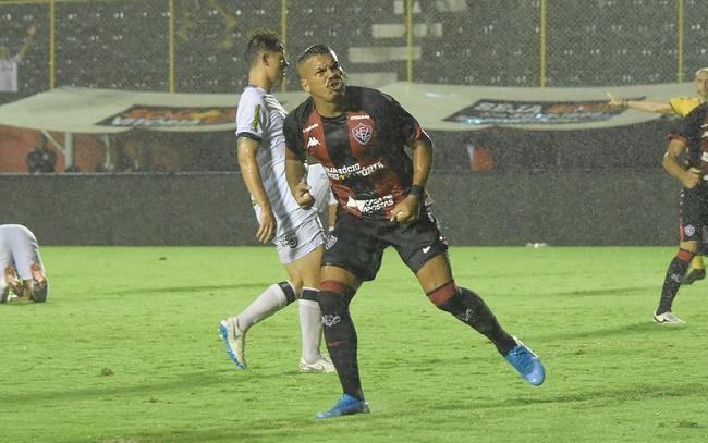 Vitória aplica 3 a 0 no Brasil de Pelotas; veja os gols