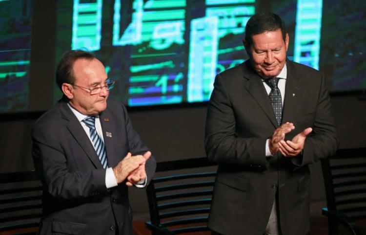 Mourão é aplaudido de pé em Salvador ao falar sobre o futuro econômico do Brasil