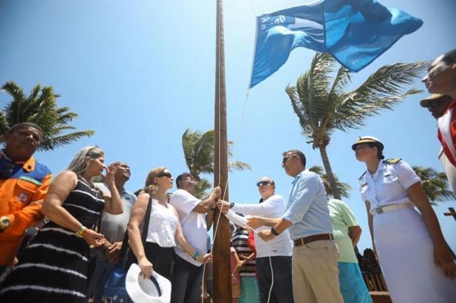 Guarajuba recebe certificado internacional Bandeira Azul