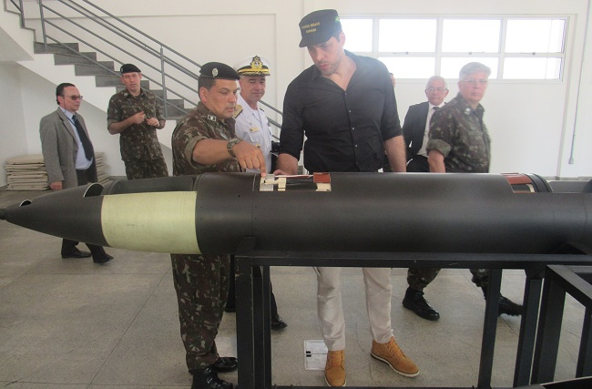 Brasil quer retomar destaque como exportador na área de defesa