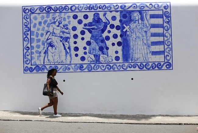 Hospital Santa Izabel instala 12 painéis de azulejos de Bel Borba