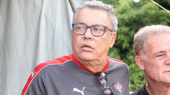 Atletas do Vitória têm reunião com Paulo Carneiro sobre salários atrasados