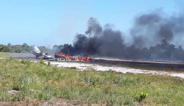 Mulher morre após queda de avião em pista de resort em Marau