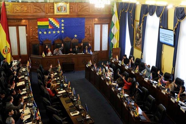 Senadores aprovam a realização de novas eleições na Bolívia