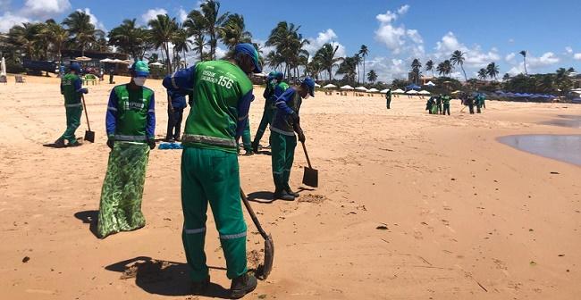 Limpurb contabiliza 14 toneladas de óleo retiradas em Salvador desde sexta