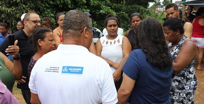Prefeitura de Salvador presta assistência às famílias que sofreram com alagamento na BR-324