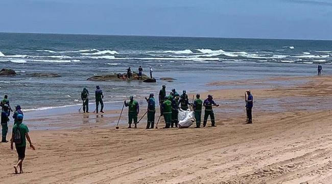 Limpurb retira mais de uma tonelada de óleo da Praia de Stella Maris