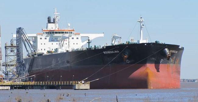 PF diz que navio grego suspeito de vazar óleo no Nordeste se chama Bouboulina