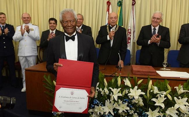 Edvaldo Brito toma posse na Academia de Letras da Bahia