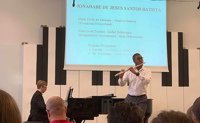 Flautista baiano conquista prêmio em competição na Polônia