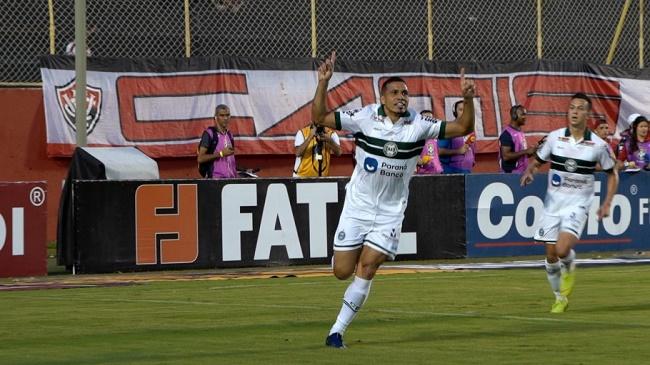 Em pleno Barradão, Vitória perde para o Coritiba de virada por 2 a 1; veja os gols