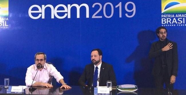 """""""Enem não teve questões polêmicas nem ideológicas"""", afirma Weintraub"""